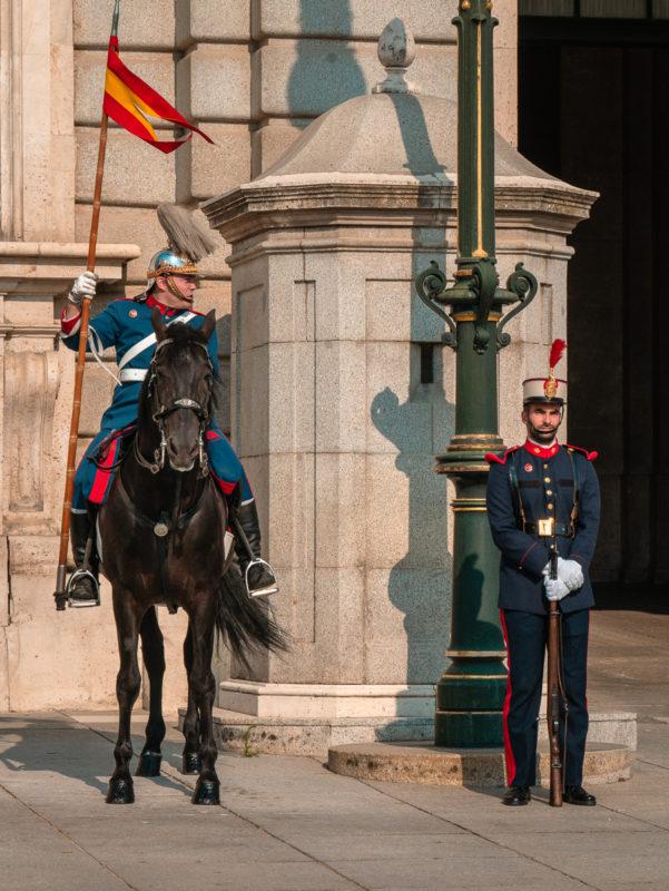 Visiter le Palais royal de Madrid - la relève de la garde