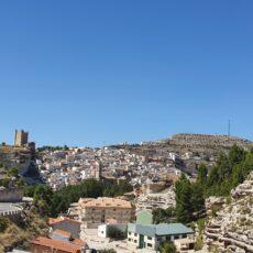 Un village à flanc de colline
