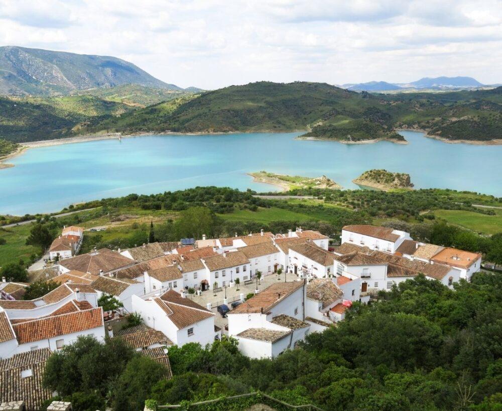 Zahara de la Sierra : plus beaux villages blancs d'Andalousie